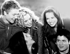 Lucas, Peyton, Brooke, Haley e Nathan são os protagonistas da série
